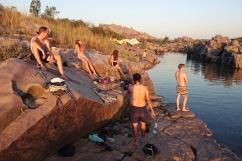 Hampi hat Mini-Wasserfälle und Bademöglichkeiten